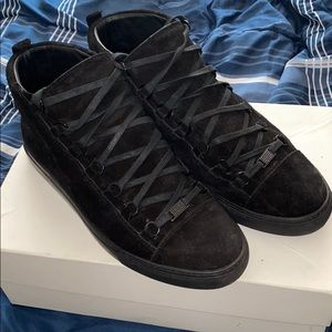Balenciaga Arena all black suede!
